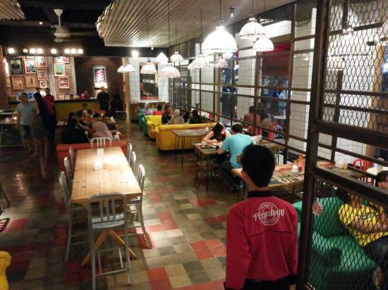 kuliner bandung cihampelas - Pizzalogy-bandung